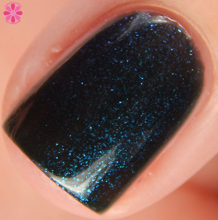China Glaze Holiday 2015 Cheers Collection Don't Get Elfed Up Swatch Macro