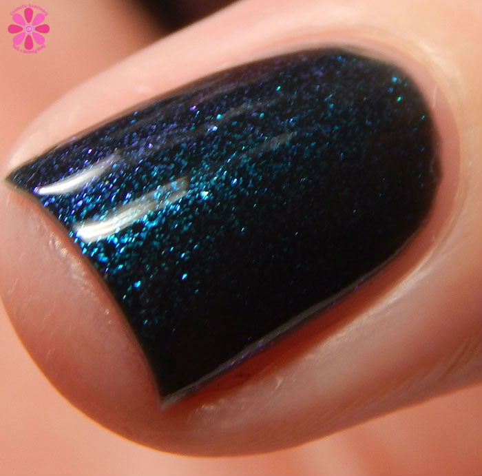 China Glaze Holiday 2015 Cheers Collection Don't Get Elfed Up Swatch Shift