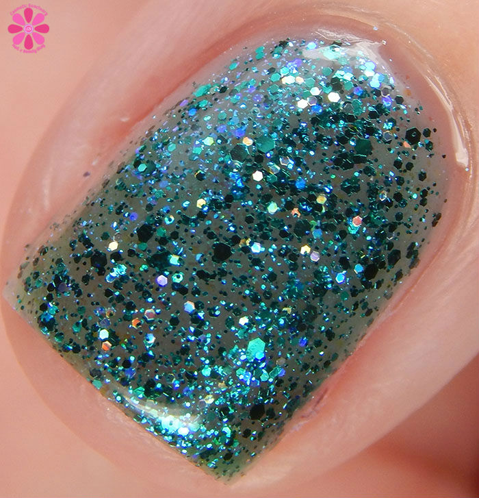 China Glaze Holiday 2015 Cheers Collection I Soiree I Didn't Do it Swatch Macro