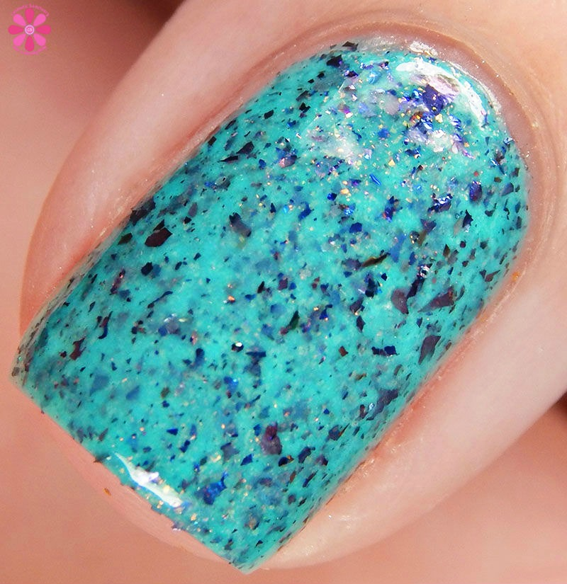 Blue-Eyed-Girl-Lacquer-Merman-Pops-MerMAN-Macro