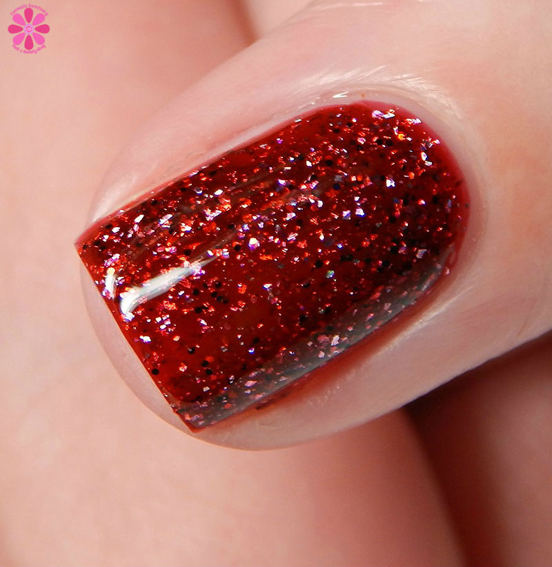 cameo-colours-lacquers-victims-arent-we-all-side