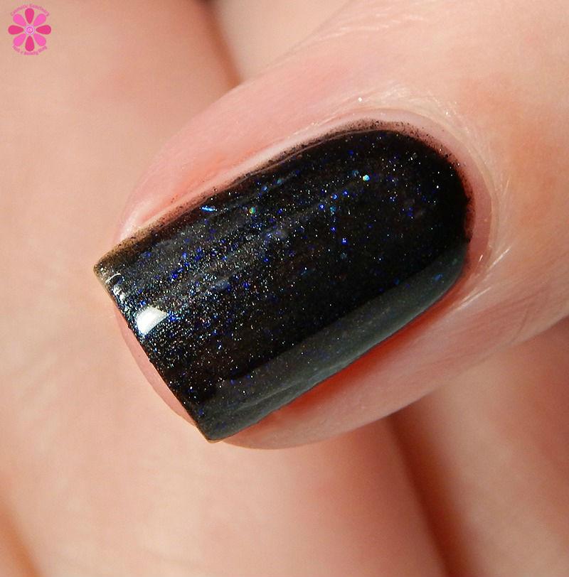 black-and-blue-friday-macro