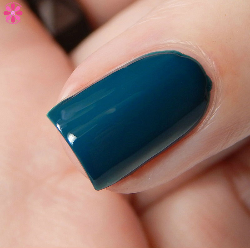 essie-winter-2016-collection-satin-sister-macro