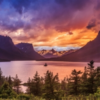 Red Bus Tours of Glacier National Park in Western Montana.