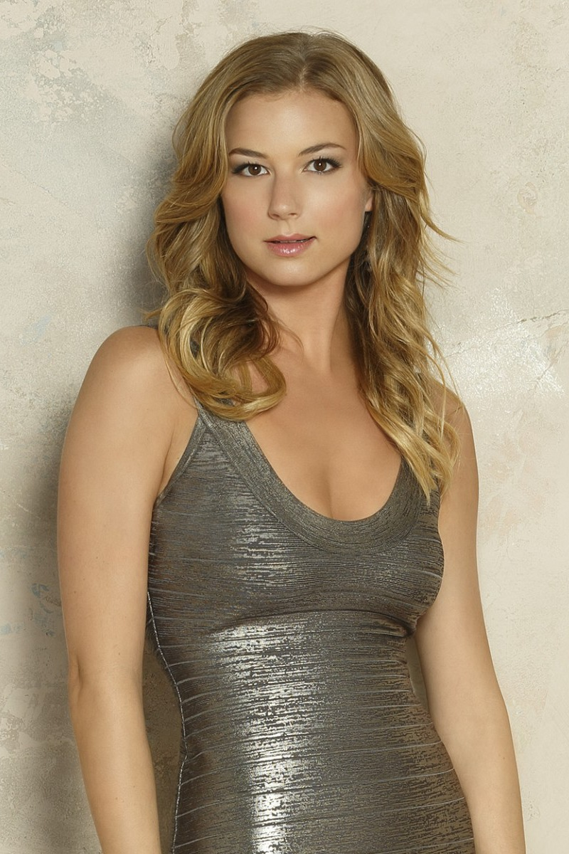 Here's 10 sexy Instagram Images of Emily VanCamp