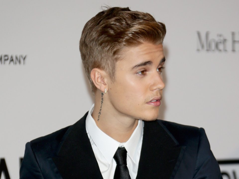 Justin Bieber Hairstyle Mens Haircuts Inspired By Bieber