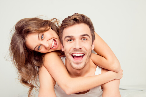 Does She Love Me? 20 Clear Signs That She Is In Love With You