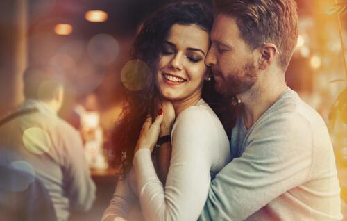 Dating εναντίον ερωτοτροπίας