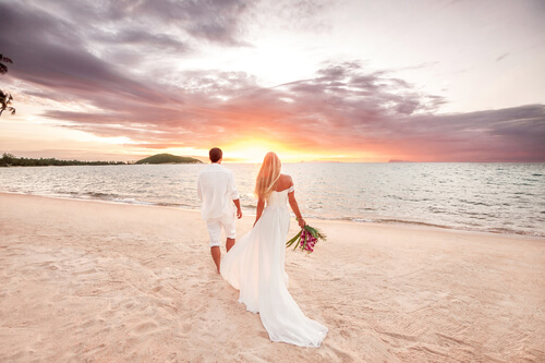 What Are The Pros And Cons Of Getting Married Young?