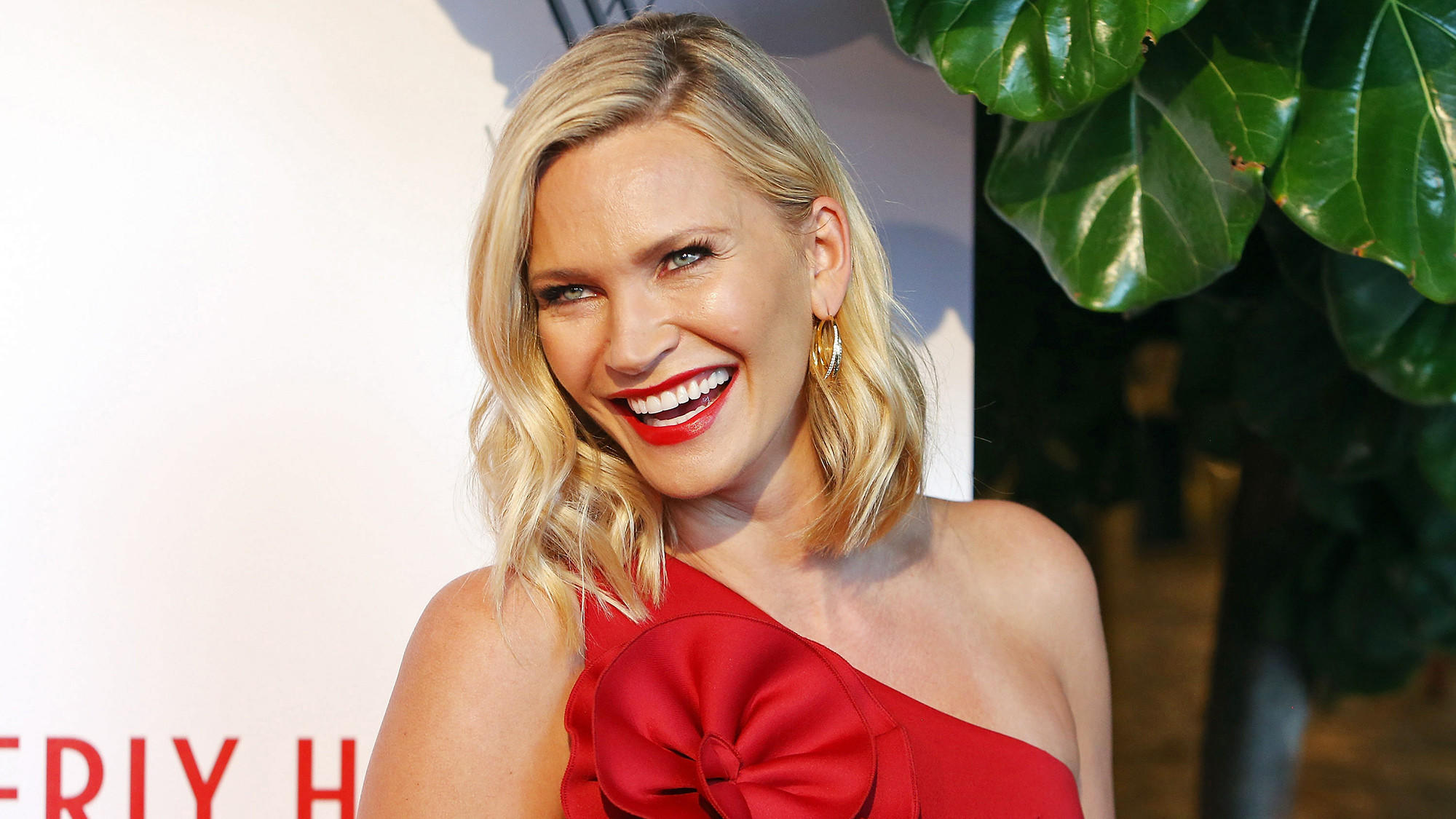Natasha Henstridge Wiki: Net Worth, Instagram & Facts To Know