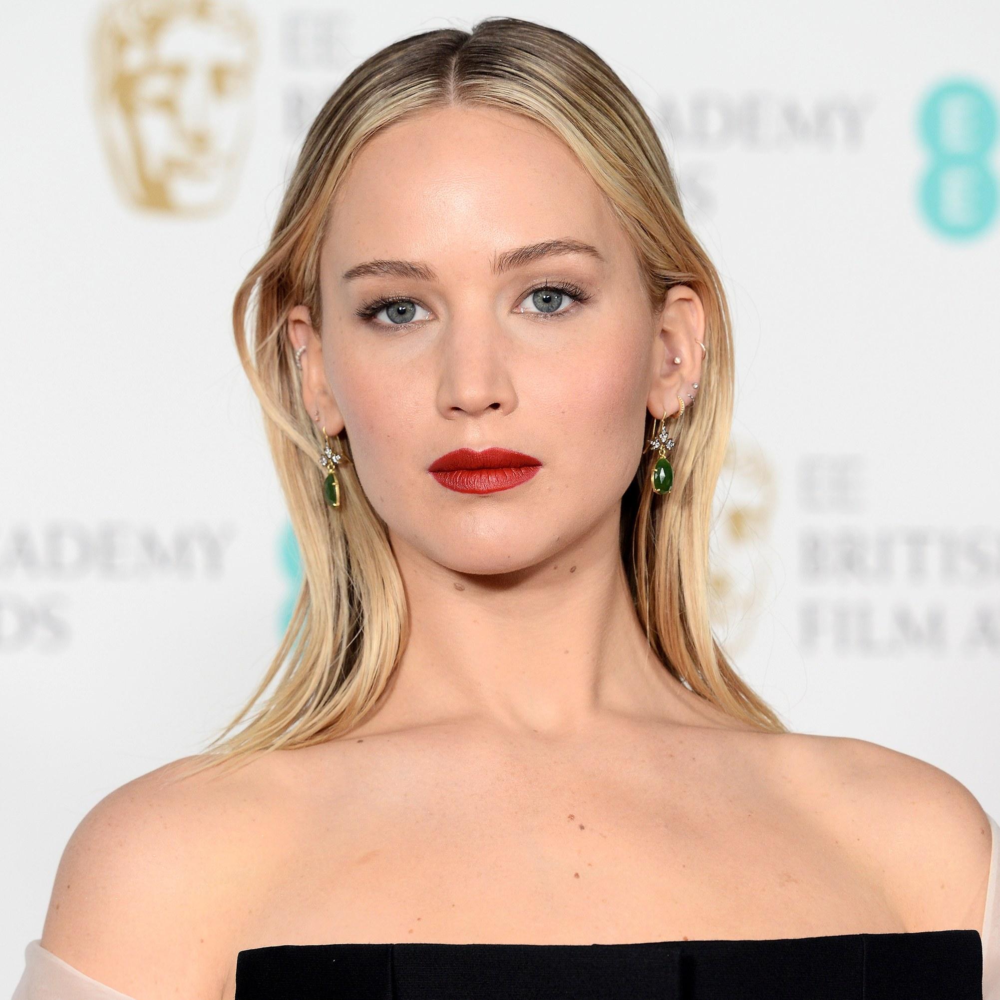 Wie is Jennifer Lawrence dating wiki
