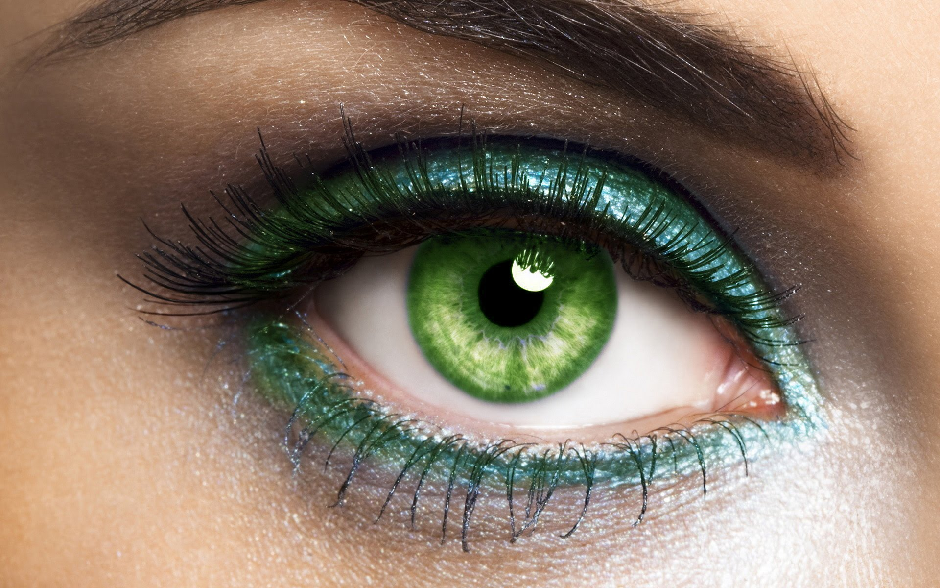 Best eyeshadow shades for blue-green eyes
