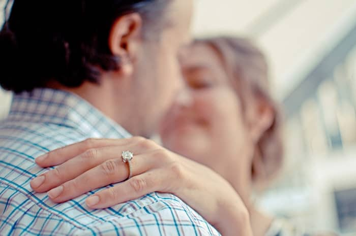 10 Great Tips on How to Romance Your Wife Again