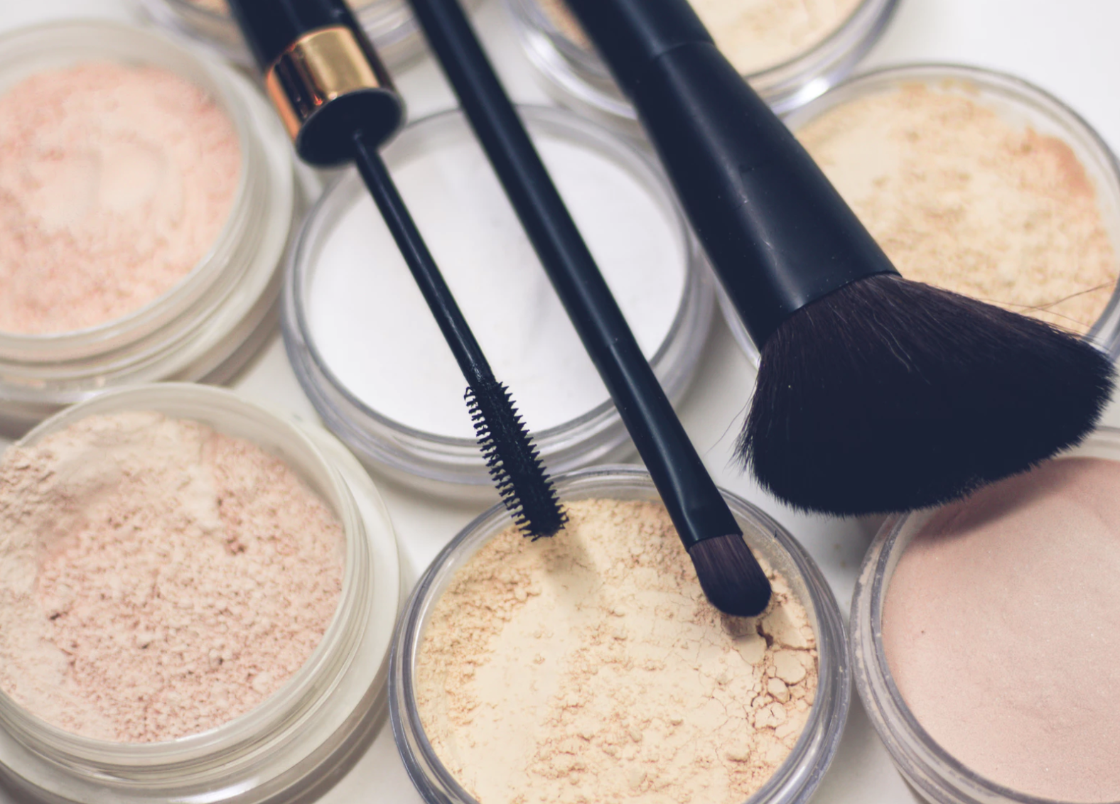 18 Makeup Essentials Every Woman Should Own in Their Dresser
