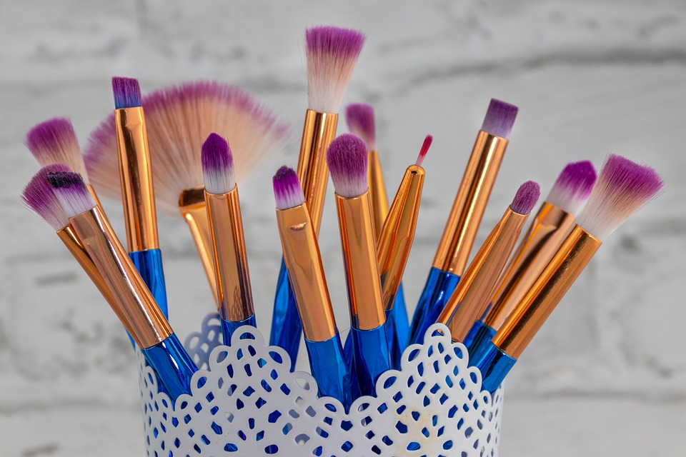 8 Best Professional Makeup Brushes Used By Gurus