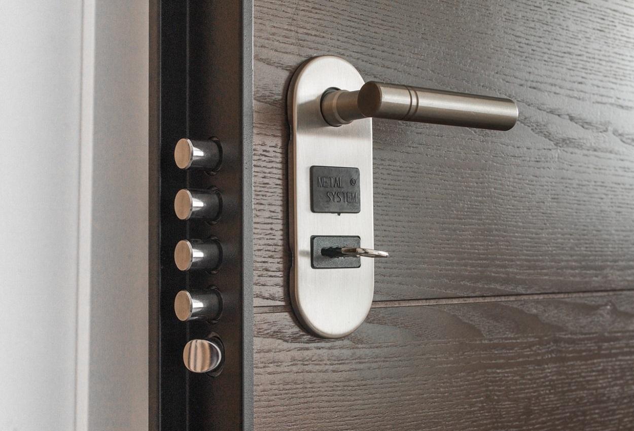4 Locks Dreambaby Angle Locks for Corner Drawers Cabinets