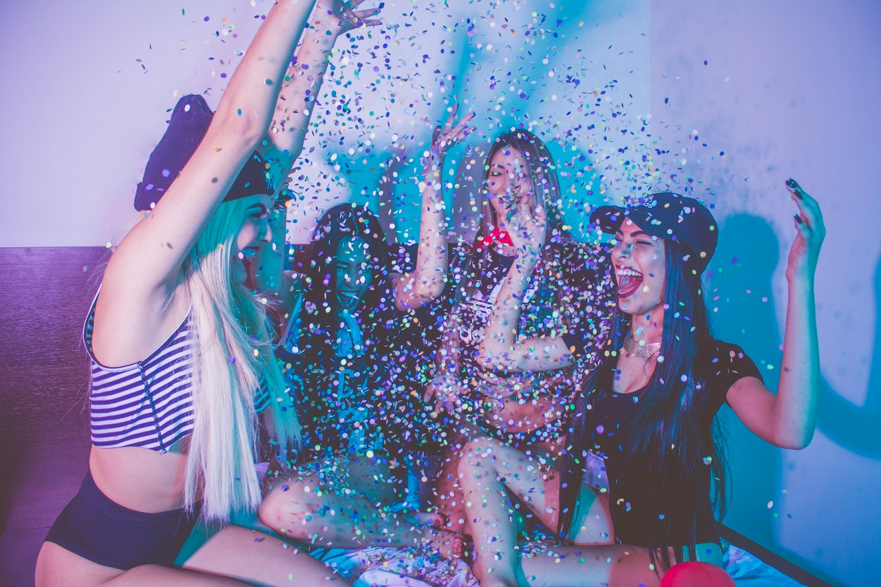 The 8 Best Truth or Dare Apps You Can Use In a Party