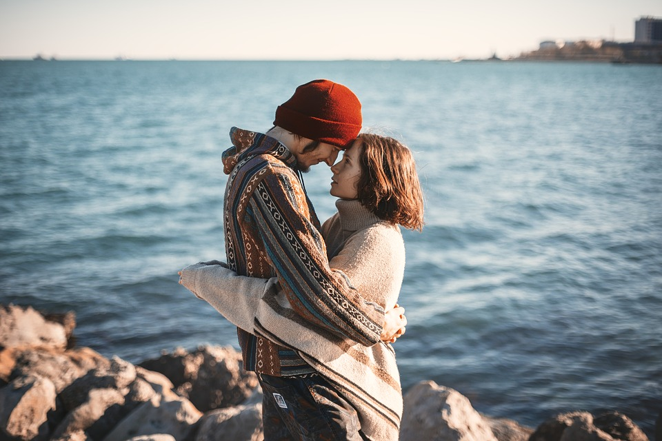 15 Different Types Of Hugs And Meanings From Both Genders