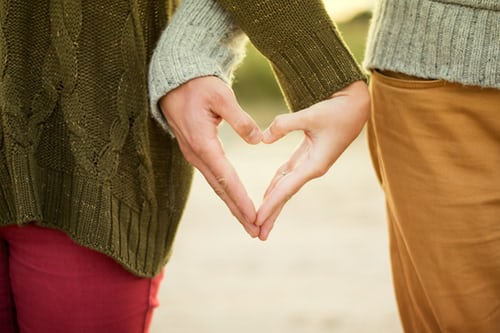 6 Ways To Tell The Loveliest Signs Of Love At First Sight