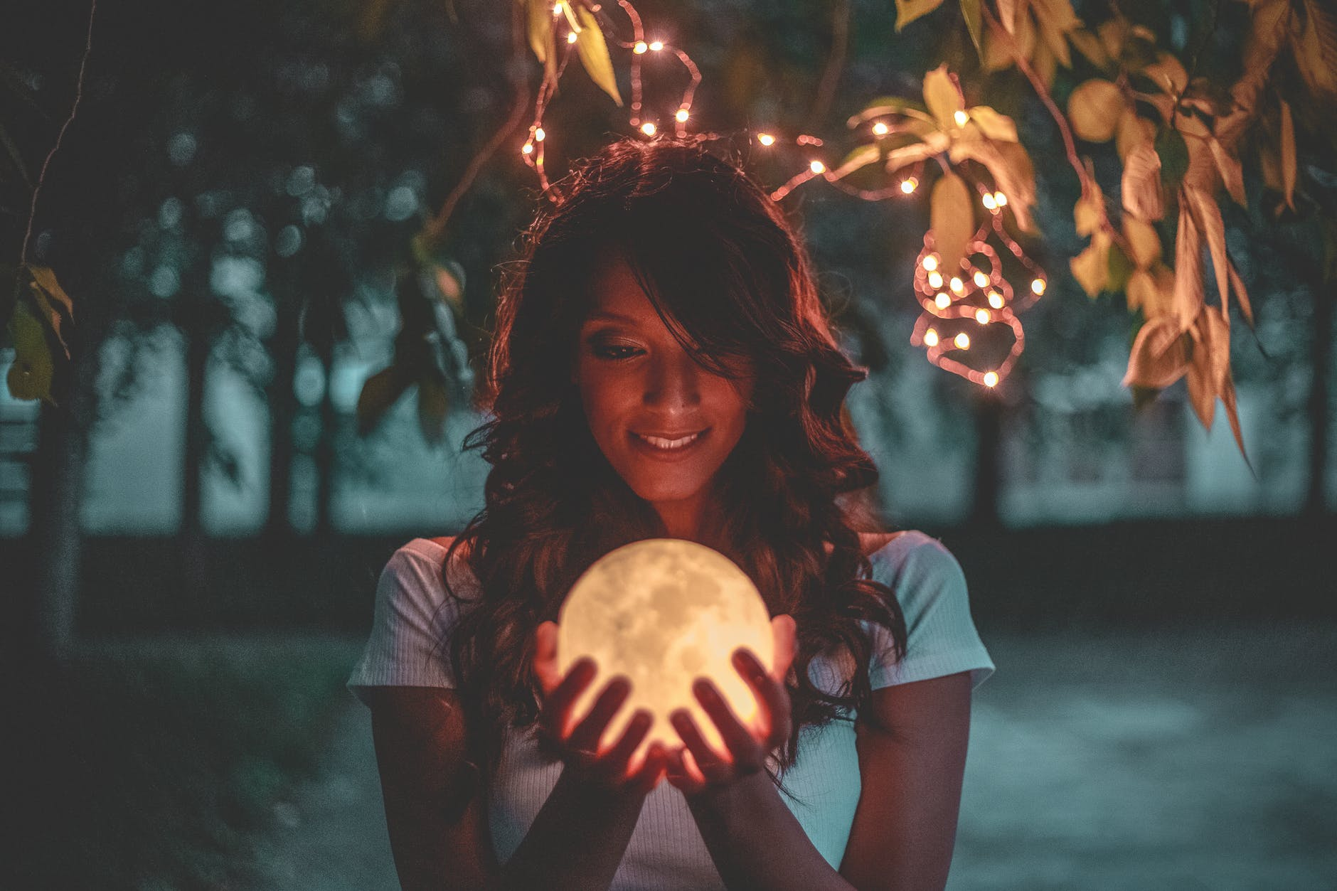 6 Beautiful Moon Night Lights to Decorate Your Bedroom With
