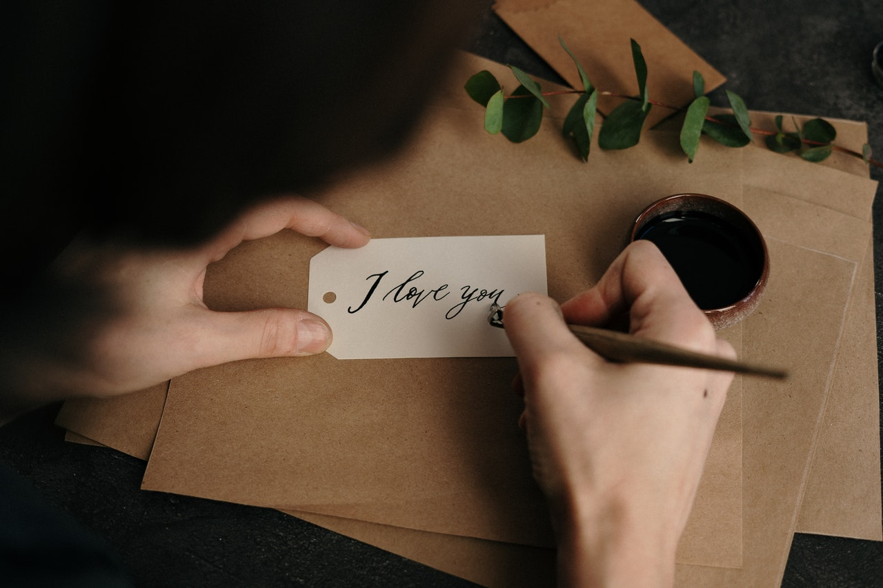 Making Love Letters -- How to Make Her Cute Paragraphs