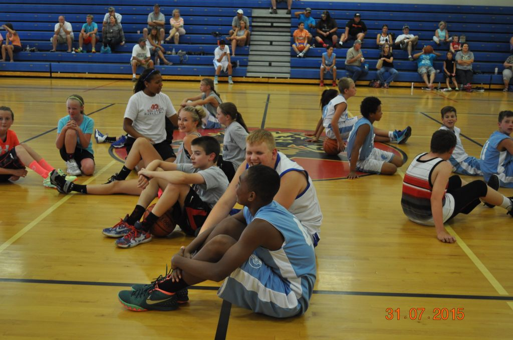 Youth basketball participants