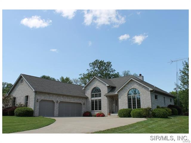 4 Bedroom, 3 Bathrooms, 2,220 sq. feet 5 WILLOW CIRCLE Greenville, IL