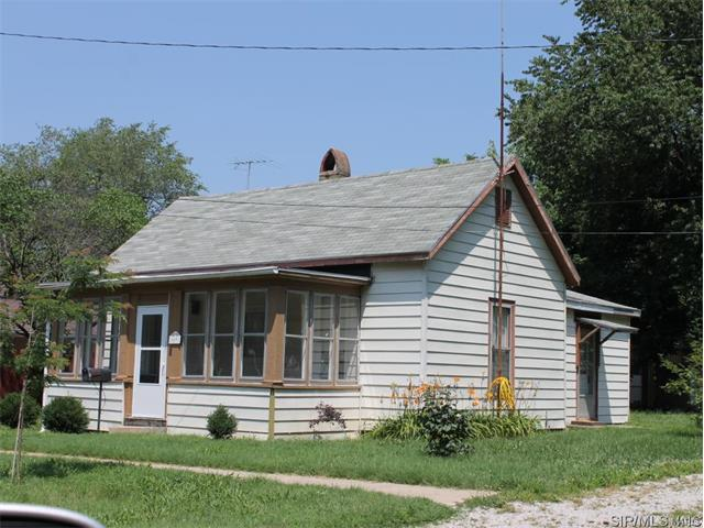 2 Bedroom, 1 Bathrooms, 900 sq. feet 509 East South Greenville, IL