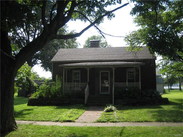 2 Bedroom, 1 Bathrooms, 1,400 sq. feet 305 South Prarie Greenville, IL