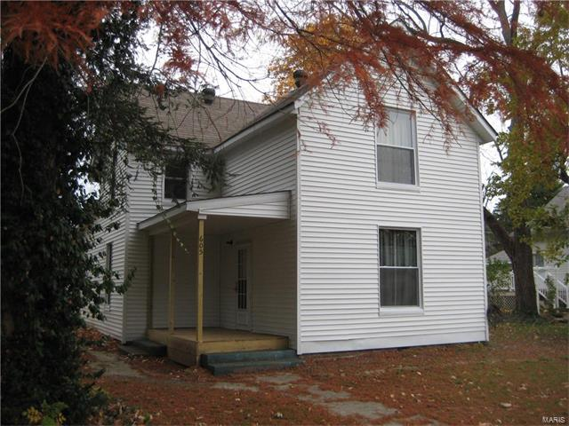 3 Bedroom, 2 Bathrooms, 1,392 sq. feet 605 East COLLEGE Avenue Greenville, IL