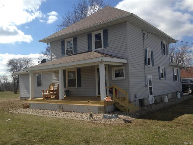 3 Bedroom, 3 Bathrooms, 2,312 sq. feet 1533 North 425ST. Vandalia, IL