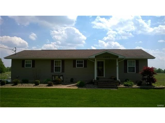 4 Bedroom, 3 Bathrooms, 1,540 sq. feet 1200 West OLD NATIONAL Trail Greenville, IL