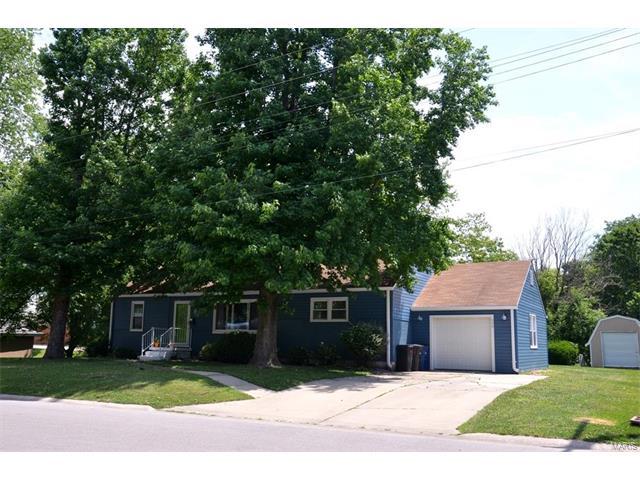 3 Bedroom, 2 Bathrooms,  506 North Hena Greenville, IL