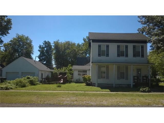 3 Bedroom, 2 Bathrooms, 1,622 sq. feet 316 West Spring Street Greenville, IL