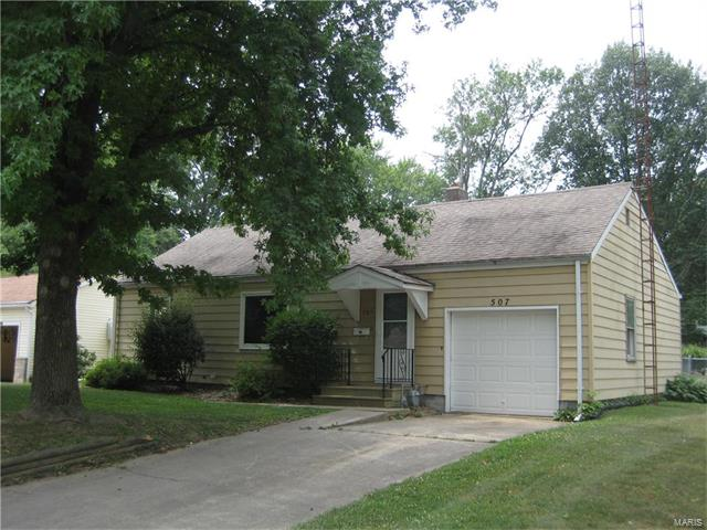2 Bedroom, 1 Bathrooms, 942 sq. feet 507 Hena Greenville, IL