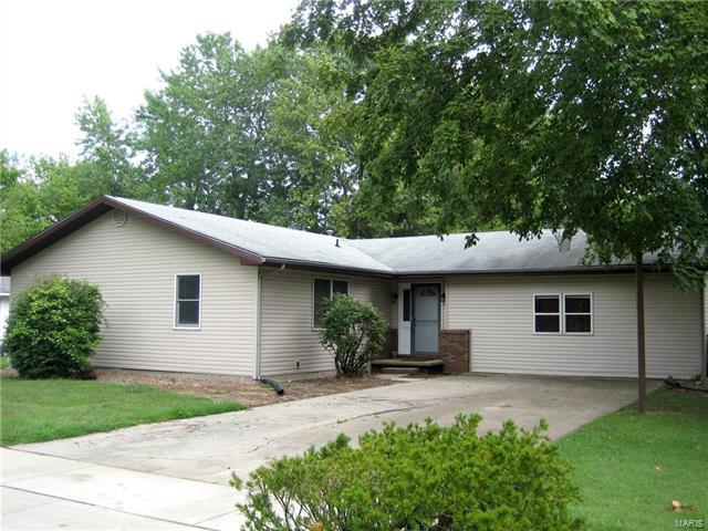 5 Bedroom, 3 Bathrooms, 1,700 sq. feet 608 Idler Greenville, IL