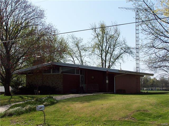 3 Bedroom, 1 Bathrooms, 1,360 sq. feet 1210 East STATE ROUTE 140 Greenville, IL