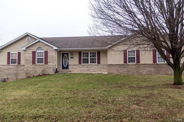 3 Bedroom, 2 Bathrooms, 1,306 sq. feet 600 Westview Drive Edwardsville, IL