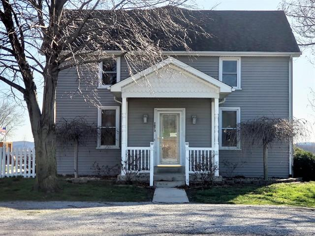 3 Bedroom, 2 Bathrooms, 2,176 sq. feet 2073 Outlet Road Valmeyer, IL