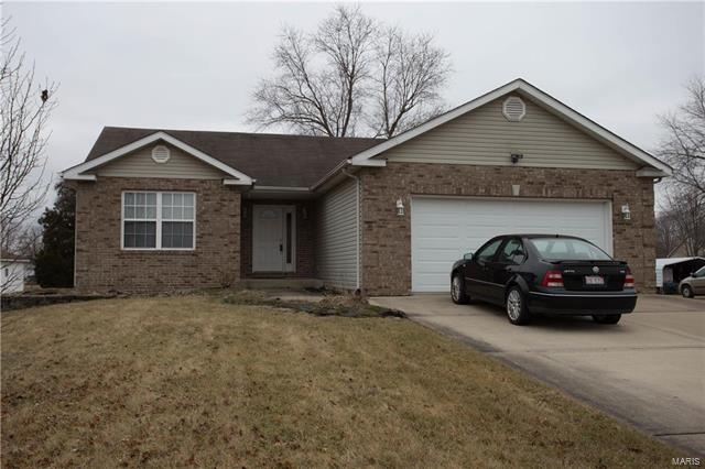 3 Bedroom, 2 Bathrooms, 1,443 sq. feet 8532 Country Lane Troy, IL