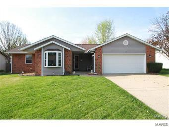 3 Bedroom, 2 Bathrooms, 1,333 sq. feet 400 Kim Fairview Heights, IL