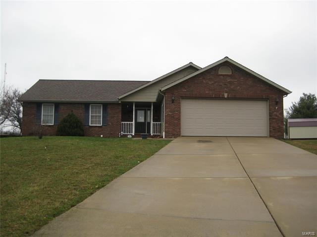 4 Bedroom, 3 Bathrooms, 1,536 sq. feet 1301 West Cloverfield Greenville, IL