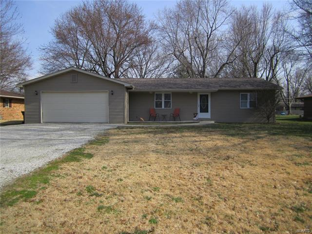 3 Bedroom, 2 Bathrooms, 1,270 sq. feet 11 Edgewood Court Freeburg, IL