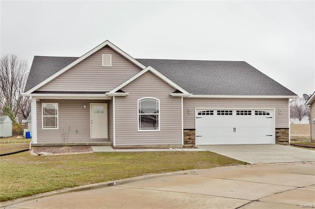 3 Bedroom, 2 Bathrooms,  615 Tradewinds Jerseyville, IL