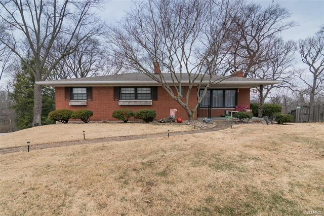 3 Bedroom, 3 Bathrooms, 1,274 sq. feet 12 Londonderry Dr. Fairview Heights, IL