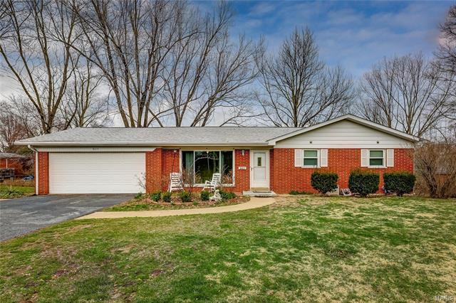 3 Bedroom, 2 Bathrooms, 1,158 sq. feet 805 Blue Ridge Drive Belleville, IL
