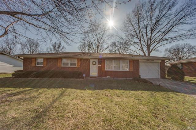 3 Bedroom, 2 Bathrooms, 1,800 sq. feet 507 North Fourth Street Mascoutah, IL