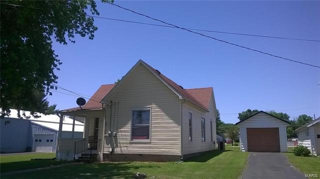 3 Bedroom, 1 Bathrooms, 1,000 sq. feet 719 South Second Greenville, IL
