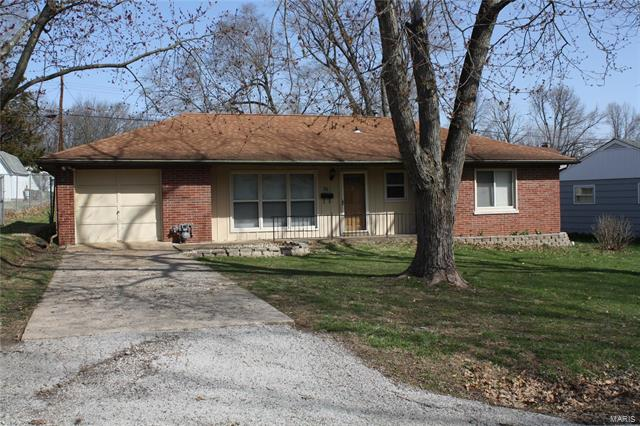 3 Bedroom, 1 Bathrooms, 1,111 sq. feet 23 Lakewood Drive Belleville, IL