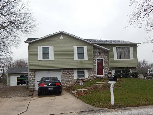 3 Bedroom, 2 Bathrooms, 978 sq. feet 34241 Catfish Court Brighton, IL